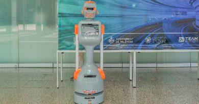 El robot social R5G2 despierta gran expectación