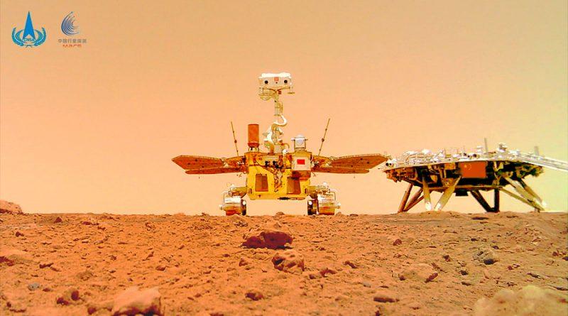 Una cámara autónoma retrata al rover chino Zhurong y su módulo de aterrizaje
