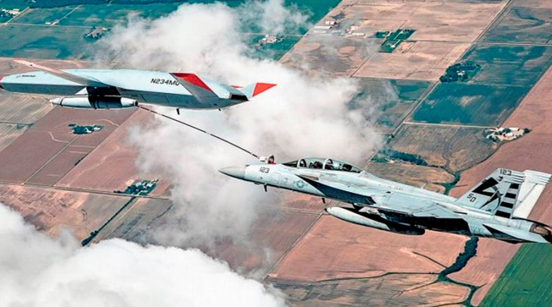 Dron abastece de combustible a un avión militar por primera vez