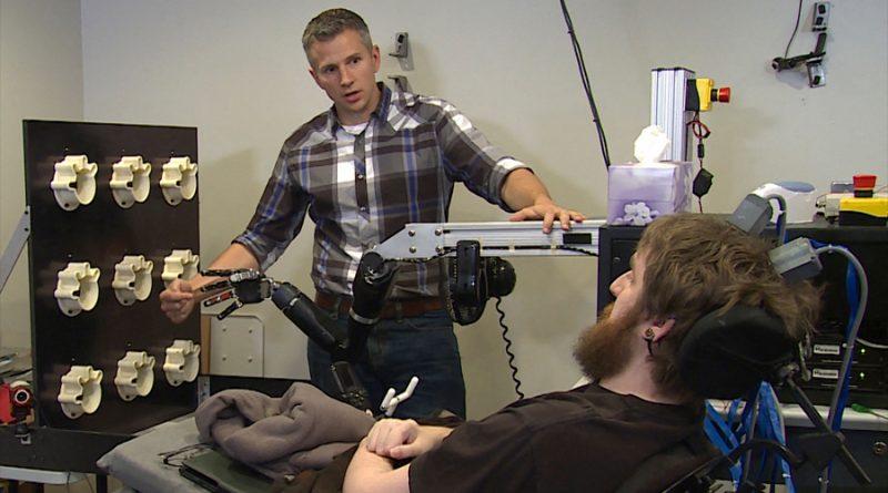 Poder controlar un brazo robótico solo con la mente ya es posible