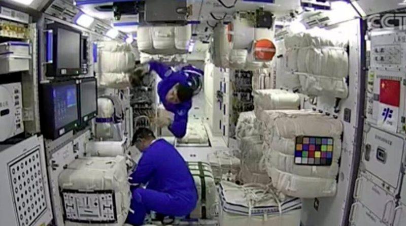 Los primeros astronautas se alojan en la estación espacial china