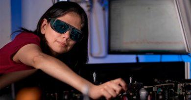 Crean un nanomaterial que convierte gafas normales en gafas de visión nocturna