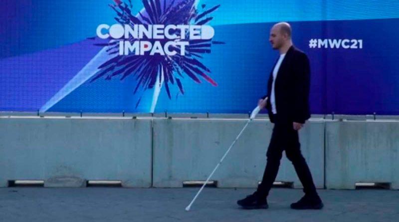 Así es el bastón inteligente para personas con discapacidad visual