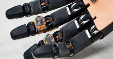 Una espuma inteligente permite que las prótesis se reparen solas