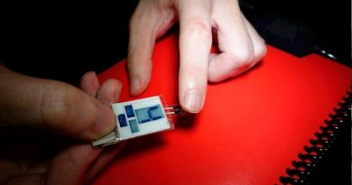 Consiguen energía a partir del sudor de la yema de los dedos