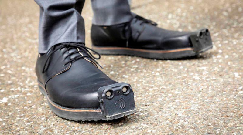 """Desarrollan """"zapatos inteligentes"""" para personas con discapacidad visual"""