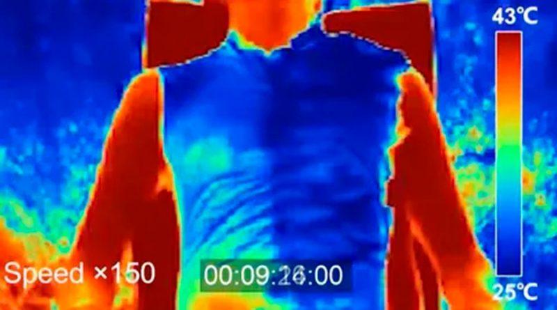 Crean un tejido que enfría 5 grados el cuerpo al hacer de 'espejo' contra el sol