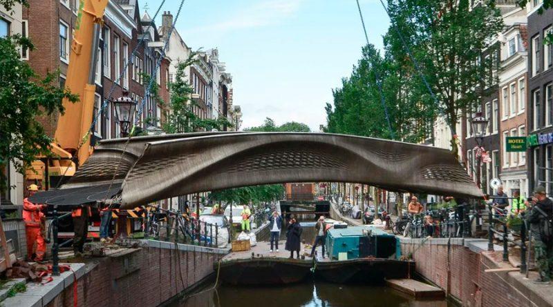 Este es el primer puente de acero impreso en 3D del mundo, y está en Ámsterdam
