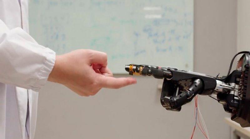 """Crean espuma inteligente que les otorga """"sentido del tacto"""" a los robots"""