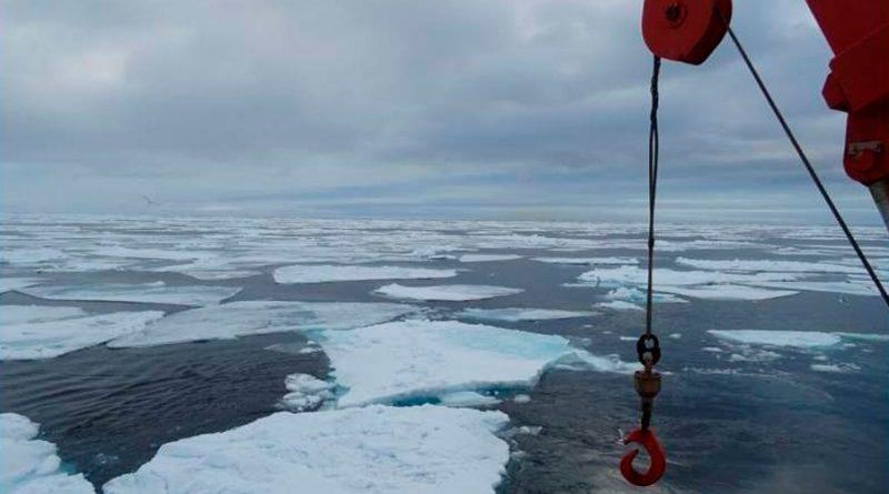 """Científicos detectan contaminantes químicos """"eternos"""" en zonas de deshielo del Ártico"""