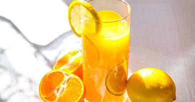 Tomar jugos no es sano, pero comerse la fruta, sí: UNAM