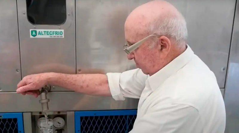 Un inventor crea máquina capaz de generar agua potable del aire