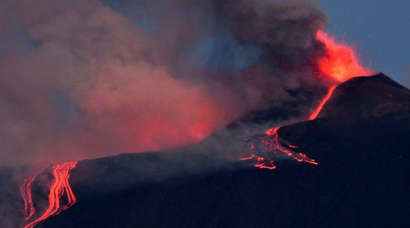 """El Etna alcanza una nueva altura """"récord"""" tras sus últimas erupciones"""