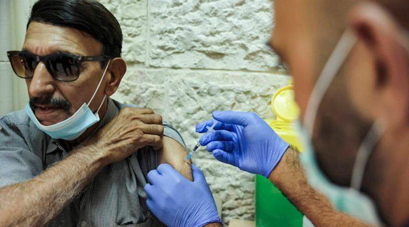 Vacuna Covid-19: anticuerpos en personas inmunodeprimidas tras tercera dosis crecen 43 %