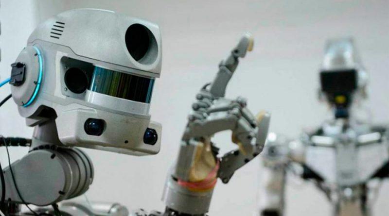 Desde atenderte en restaurantes hasta entregar tu paquete: los robots reafirman su paso en México