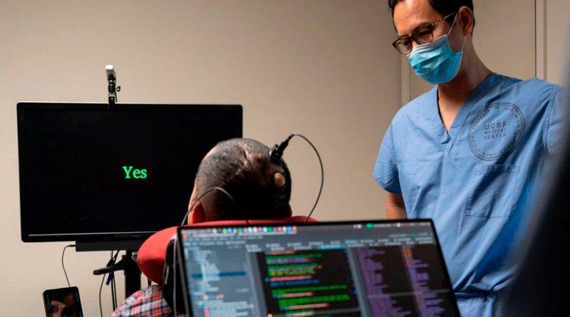 Sorprendente implante cerebral permite que a hombre paralítico hablar vía una computadora