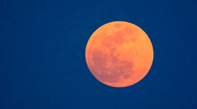 La Luna cambia por la acción del Sol: descompone sus rocas y la llena de hierro