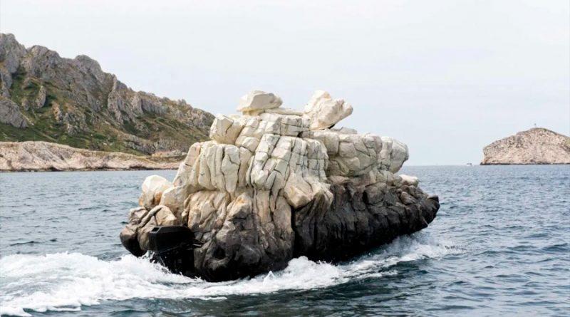 El barco invisible que sorprende a los turistas en Marsella