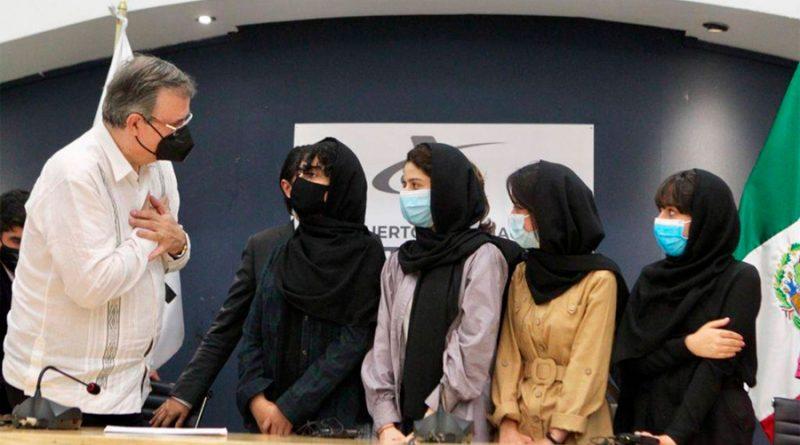 """Las """"Soñadoras afganas"""", el equipo adolescente de robótica que recibió asilo en México"""