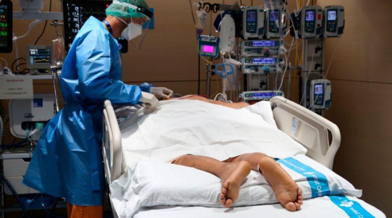 Covid-19: colocar a pacientes bocabajo reduce necesidad de intubación y mortalidad