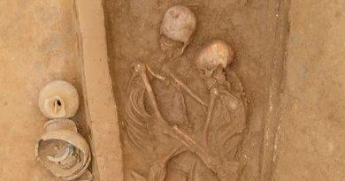 Hallan en China a unos amantes que fueron enterrados abrazados hace 1,500 años