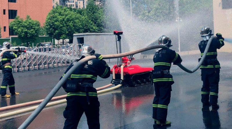 El 'robot bombero' chino que apaga incendios por 100.000 dólares