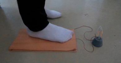 Desarrollan un dispositivo que permite generar energía pisando sobre suelos de madera