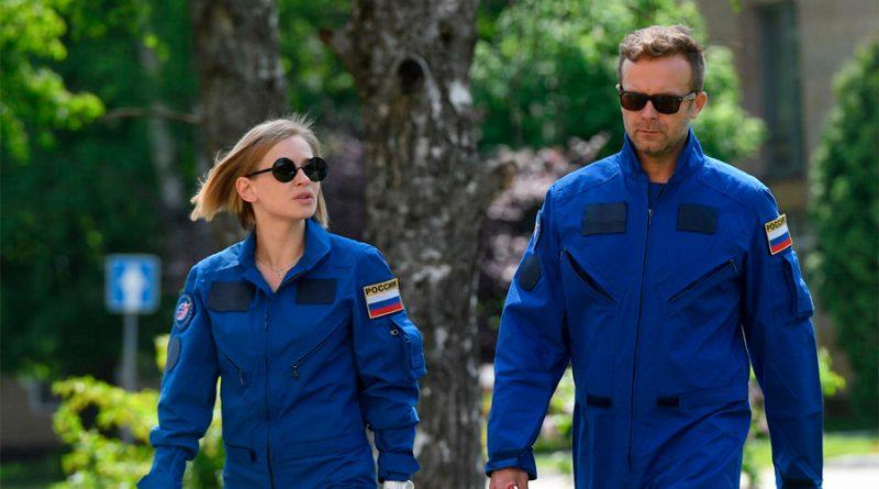 Una comisión médica autoriza a un director y a una actriz a rodar la primera película en el espacio