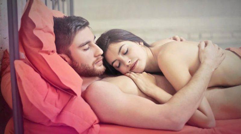 Dormir en pareja y desnudos es una pésima idea, según la ciencia