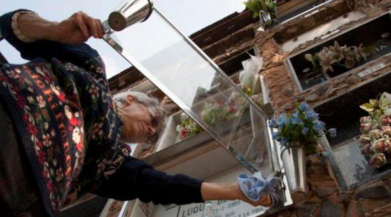 Las empresas funerarias apuestan por la tecnología y ya incluyen códigos QR en los nichos