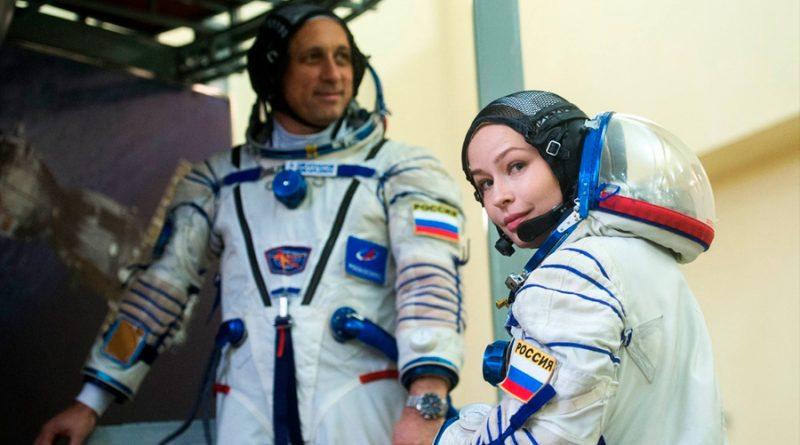 Tripulación de película espacial rusa se prepara para su despegue