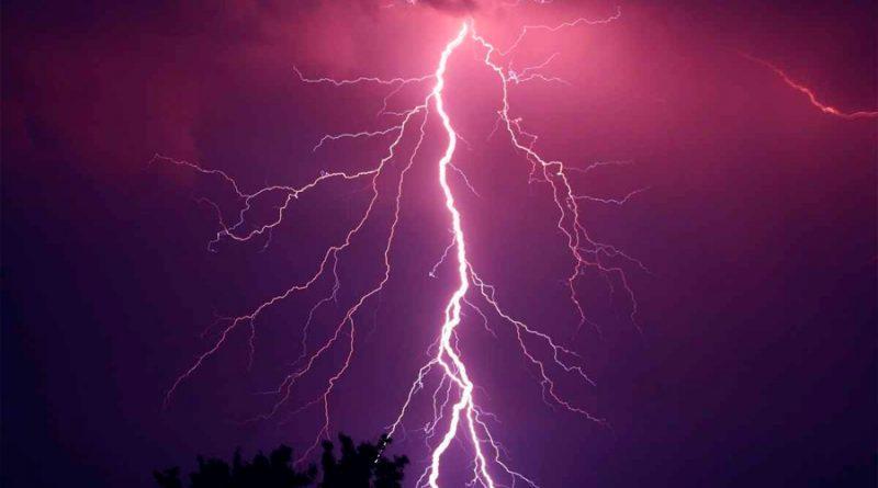 ¿Cómo protegerte de los rayos mortales durante una tormenta eléctrica?