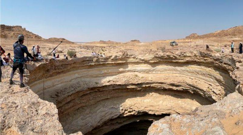 Espeleólogos descienden al llamado 'pozo del infierno' de 112 metros de profundidad para resolver su misterio