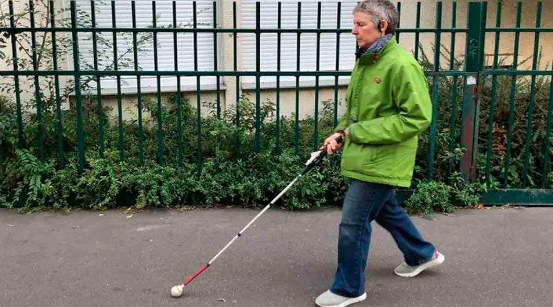 El gadget que ayuda a discapacitados visuales a esquivar peligros de la calle