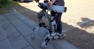 Este nuevo exoesqueleto se transforma en una especie de scooter motorizado