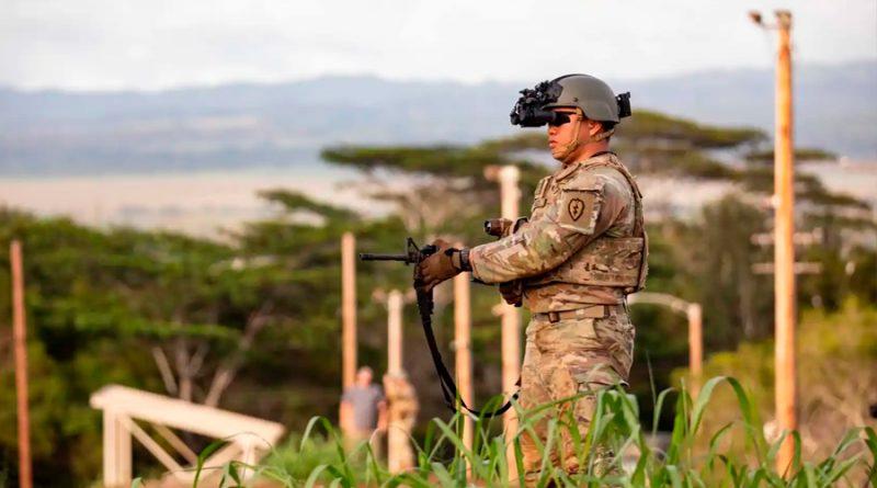 Los prismáticos con realidad aumentada y visión nocturna que tiene el ejército de EEUU