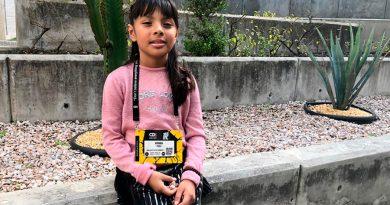 Niña mexicana con Asperger crea pulsera de emociones