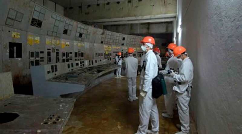 Un equipo de científicos se adentra en el reactor de Chernóbil para medir la radiación