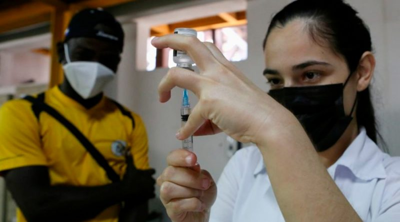 Cómo convencer a alguien antivacunas que se inocule, según expertos