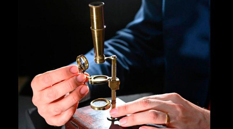 Se subastará el microscopio de la familia de Darwin