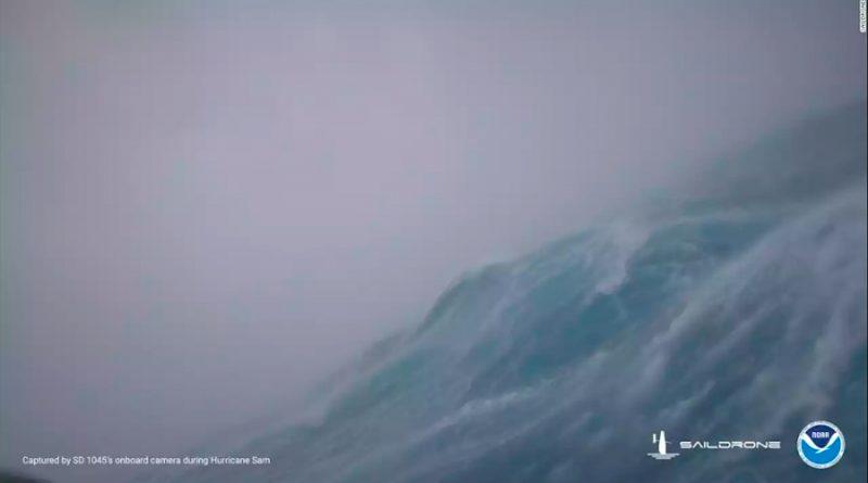 Un dron capta imágenes en el interior de un huracán