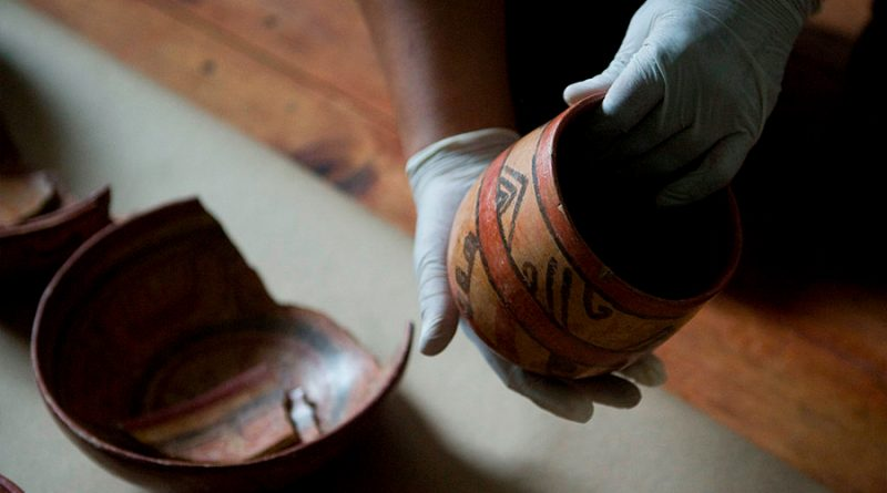 Descubren cientos de artefactos mayas a lo largo de ruta de construcción de un tren en México